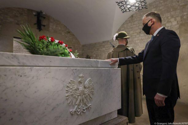 Prezydent Andrzej Duda uczcił w Krakowie pamięć ofiar katastrofy smoleńskiej