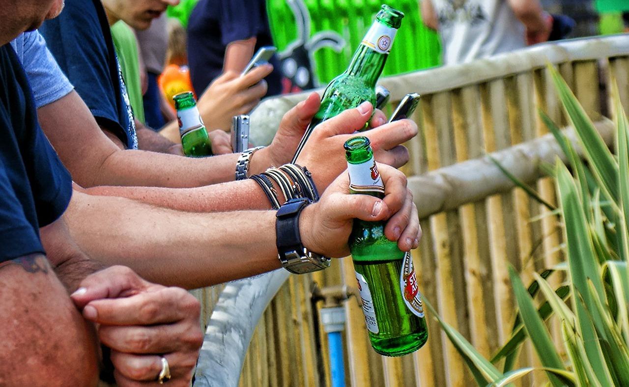 Wymiotujący i siurający piwosze