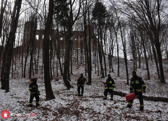Ćwiczenia strażaków - drony nad zamkiem Tenczyn