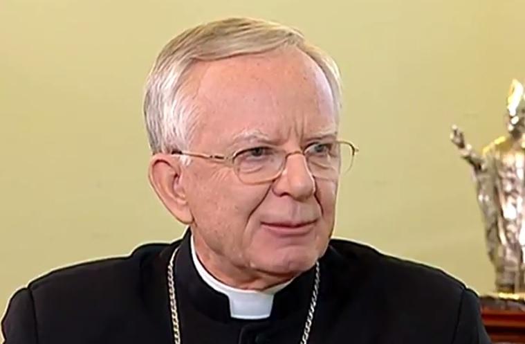 Arcybiskup broni pedofila