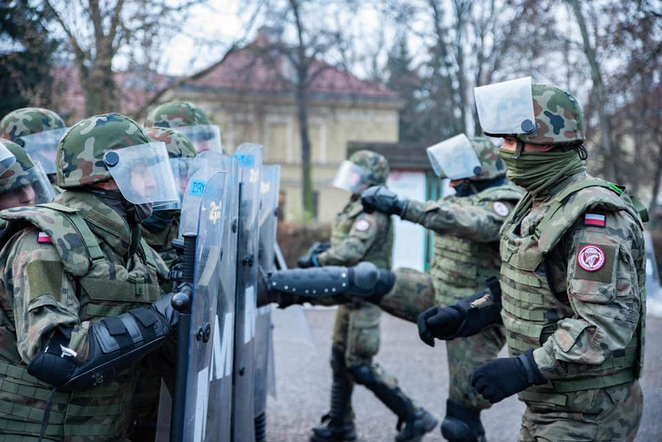 Krakowscy policjanci szkolili żołnierzy przed misją w Kosowie