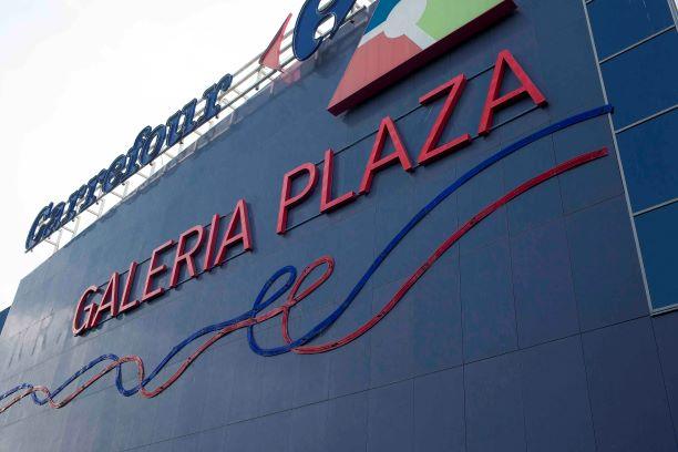 Galeria Plaza świeci pustkami