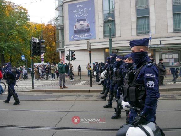 Niedzielny protest w Krakowie okiem policji