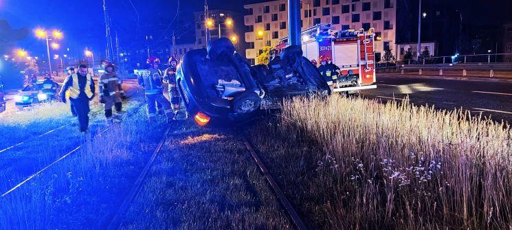 Skoda do kasacji, kierowca lekko ranny