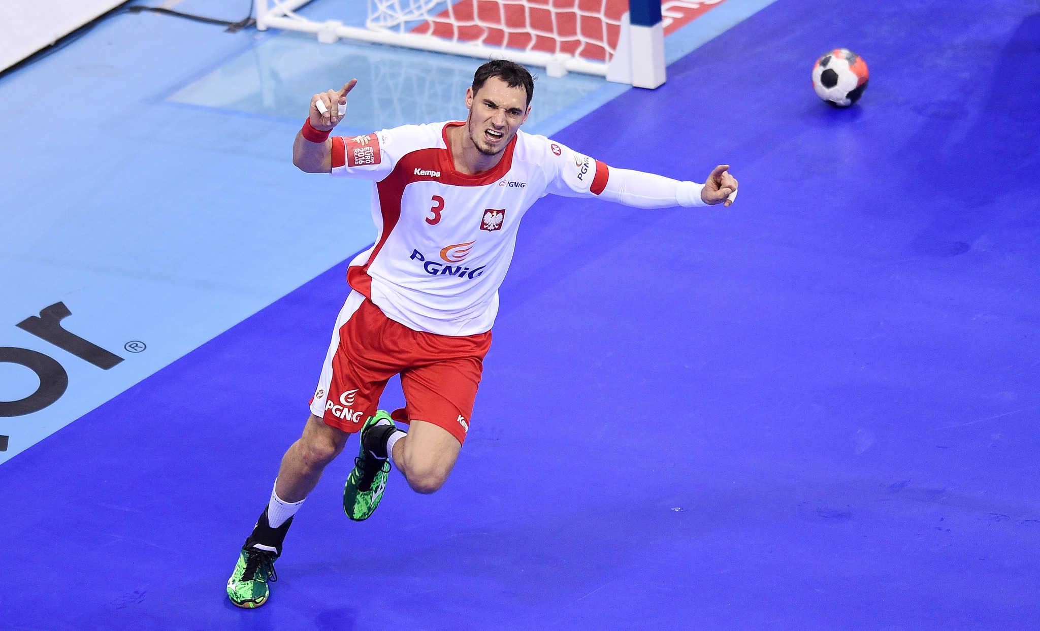 3a6b67c56 ... w piłkę ręczną pewnie pokonała przed krakowską publicznością zespół  Białorusi 32:27 i zrobiła ważny krok w kierunku walki o półfinał Mistrzostw  Europy ...