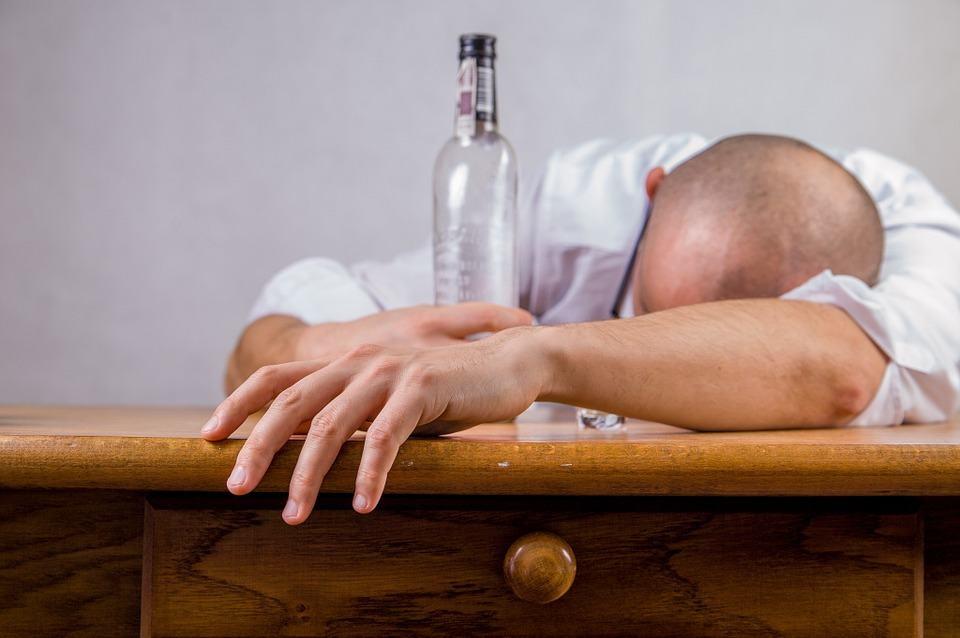 Drogie zakupy mężczyzny z Małopolski. Poszedł na stację po alkohol, choć był na kwarantannie!