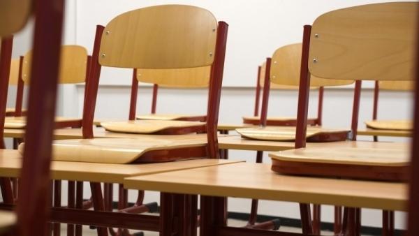 Radny chce nadzwyczajnego posiedzenia Komisji Edukacji. Z powodu koronawiursa