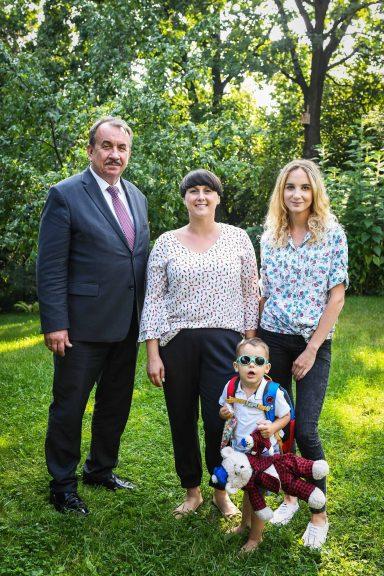 Wicemarszałek Wojciech Kozak odwiedził rodzinę w Świątnikach Górnych, która skorzystała z programu Małopolska Niania 1.0.