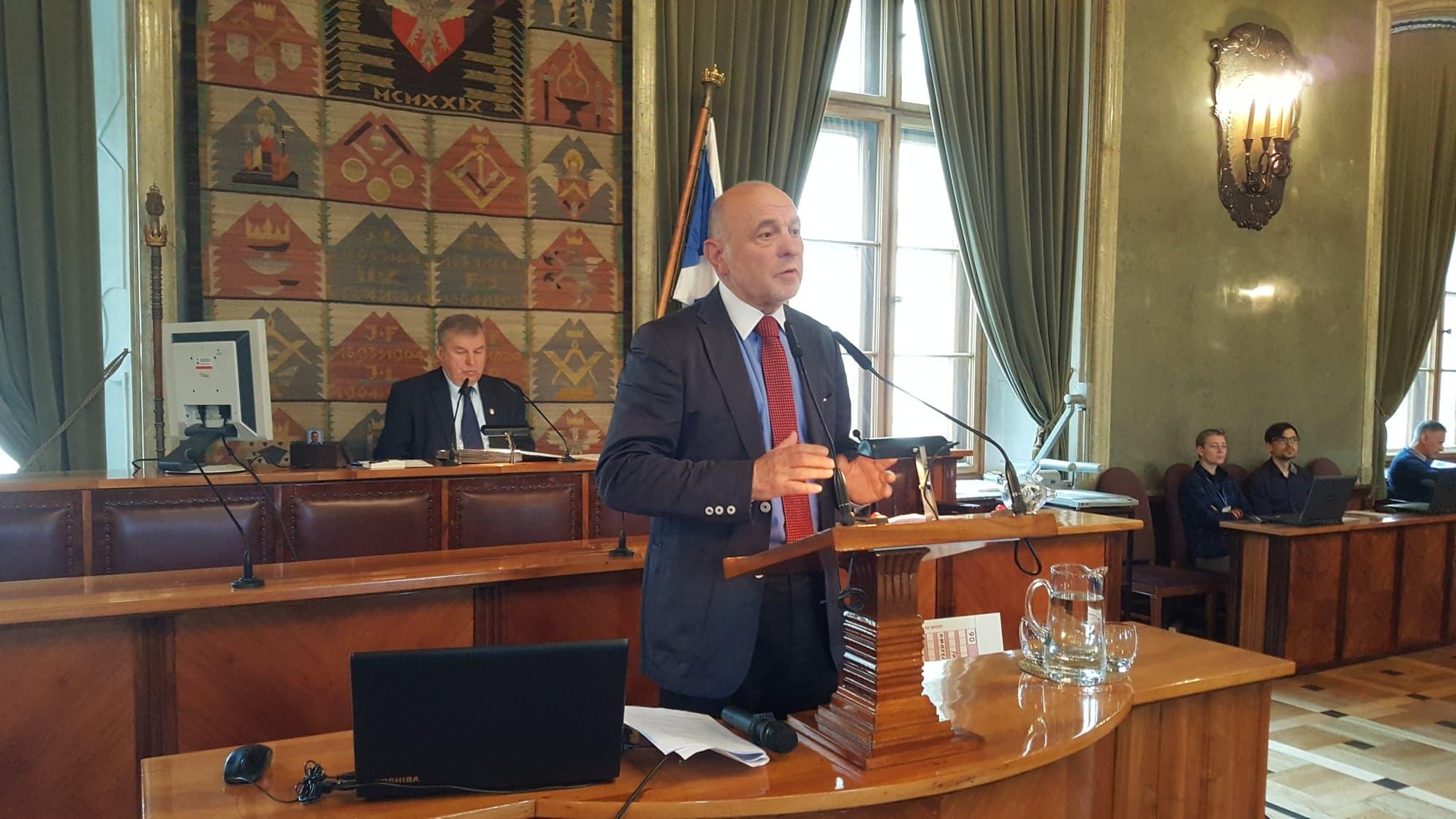 Poseł z Krakowa uważa, że obostrzenia związane z koronawirusem powinny być regionalne