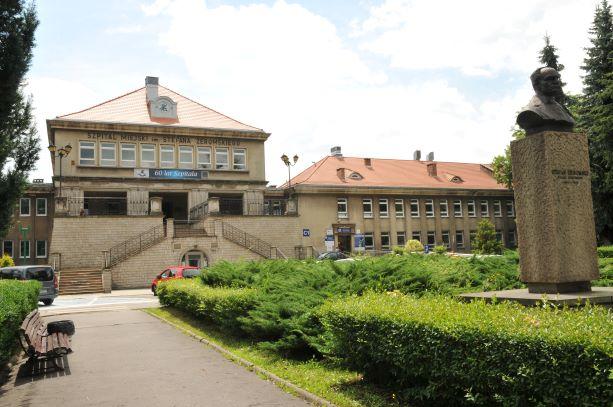 Dramatyczny apel dyrekcji Szpitala Żeromskiego. Pakiety ochronne już się kończą. Prezydent apeluje do wojewody