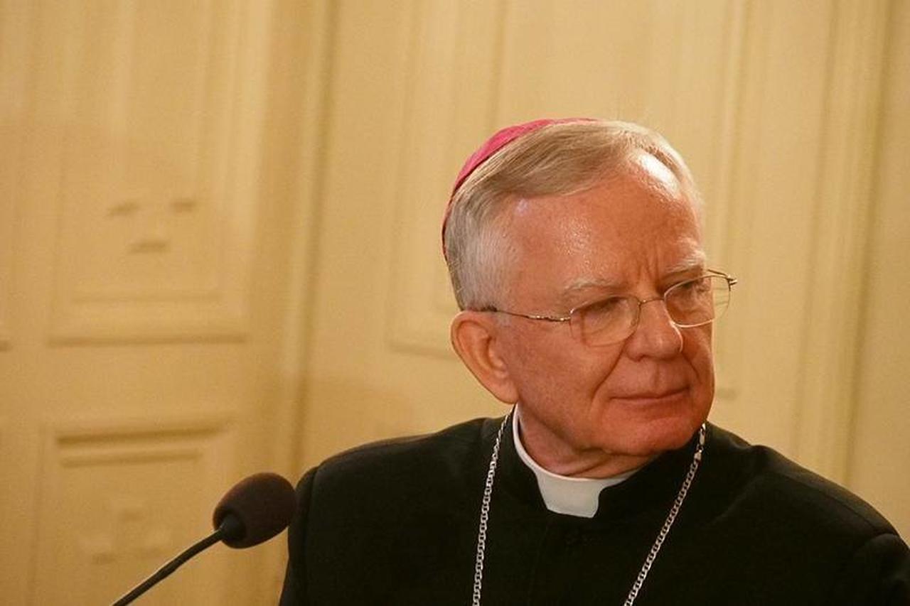 Arcybiskup Jędraszewski skrytykował protesty pod kurią. Internauci przypominają, jak zwolnił z pracy samotne matki