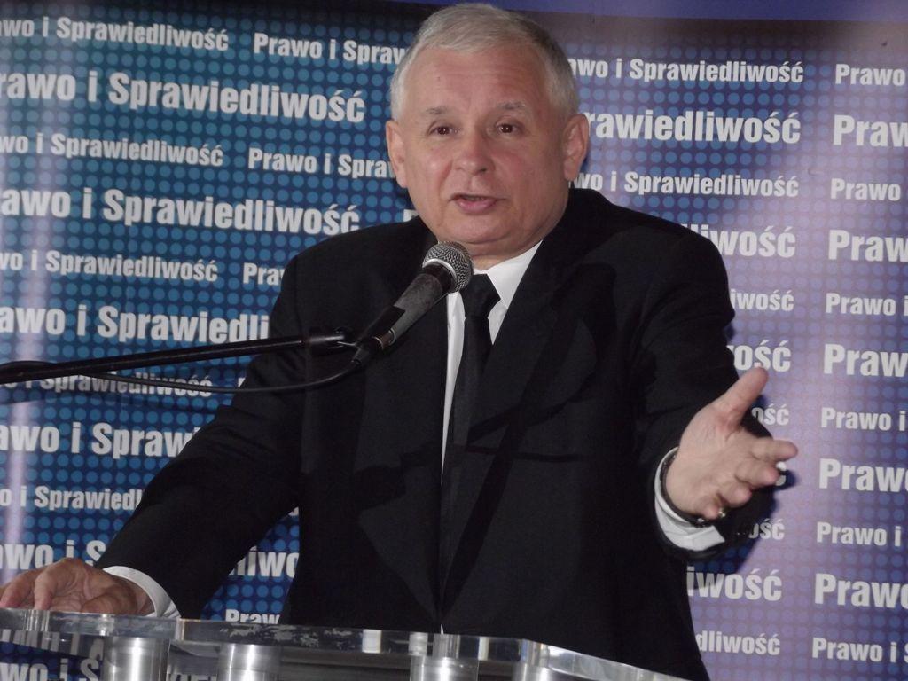 Sondaż. PiS traci, PO zyskuje, PSL poza Sejmem