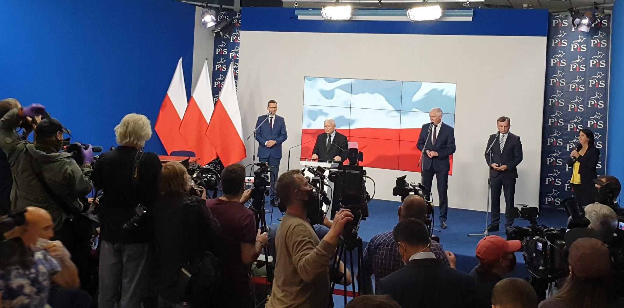 Rekonstrukcja rządu. Zjednoczona Prawica nadal trwa. Jest umowa PiS, Porozumienia i Solidarnej Polski.
