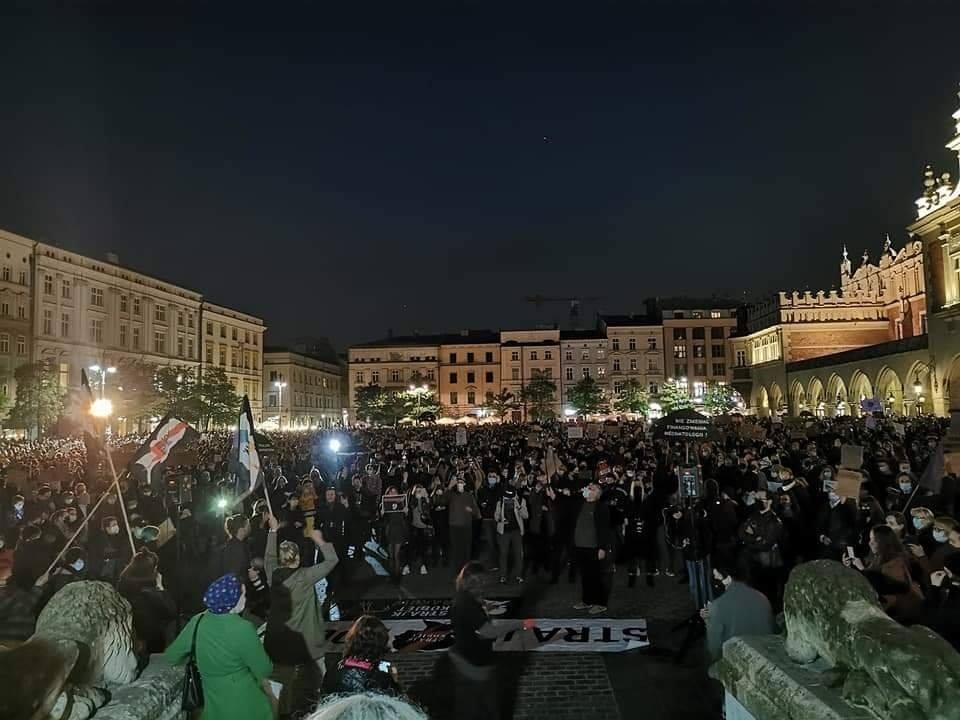 Walentynkowy Strajk Kobiet w Krakowie. Chcą przejechać przez miasto na… rowerach