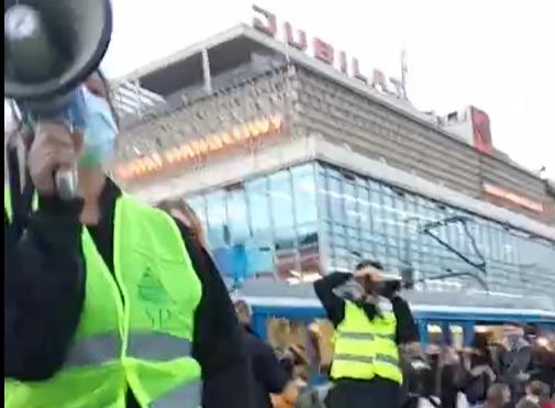"""""""To jest wojna"""" na ulicach Krakowa. Protestujący zablokowali aleje i most Dębnicki [zdjęcia]"""