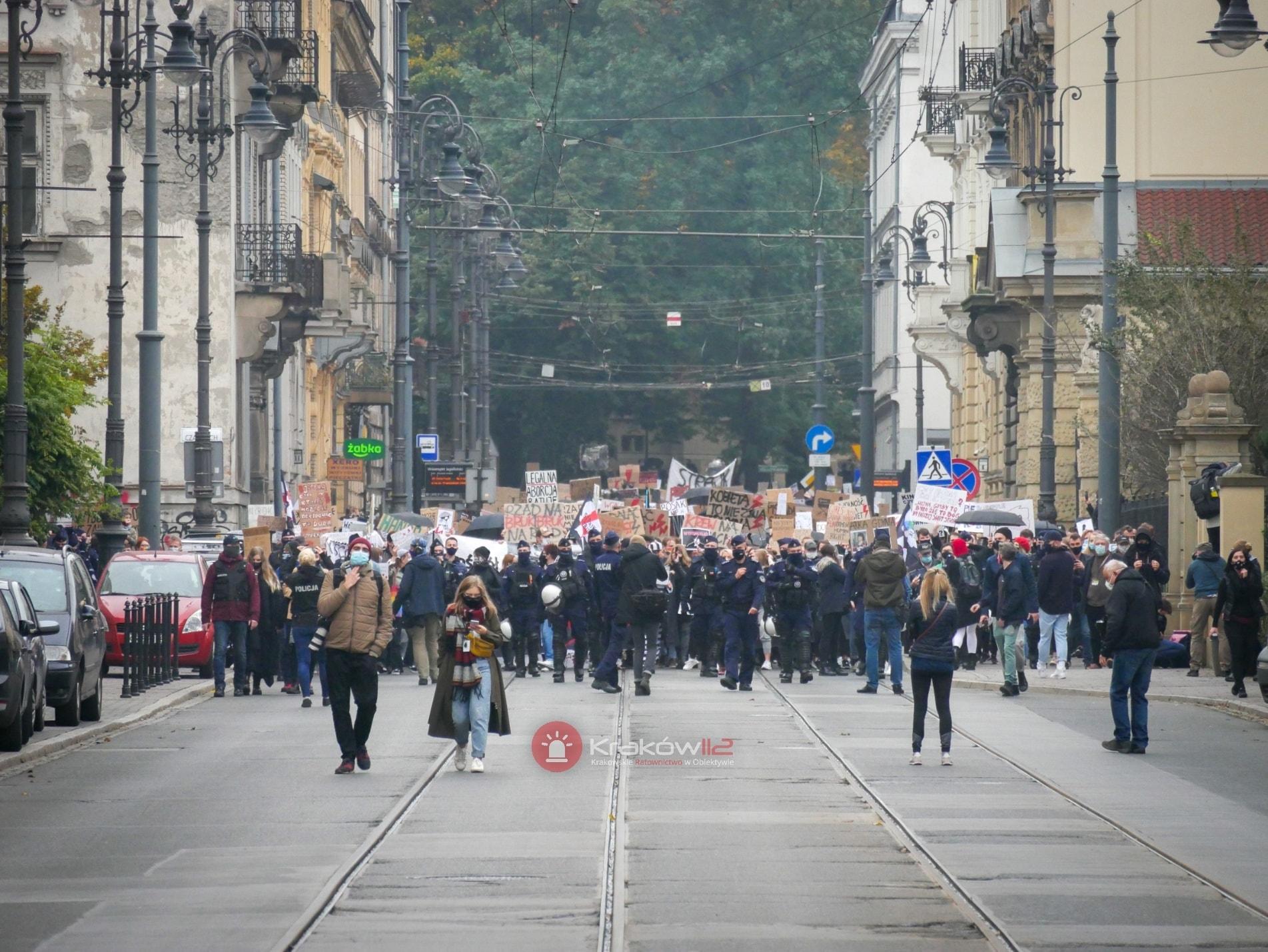 """""""To jest wojna"""". Protestujący wyjadą na ulice i wyjdą na przejścia dla pieszych [mapy]. Będzie paraliż Krakowa"""