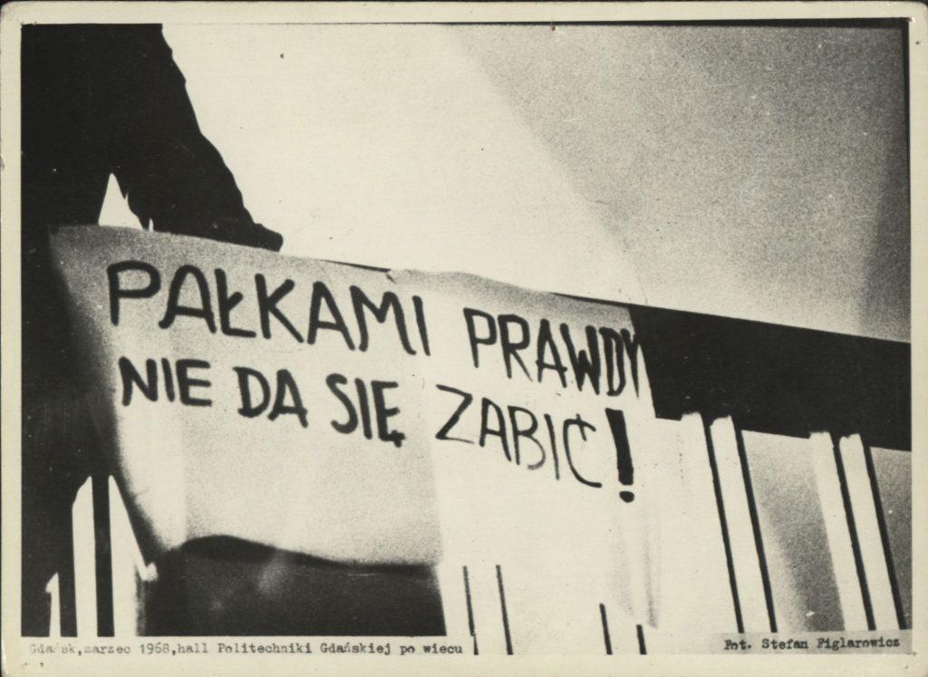 Kartka z kalendarza – 11 marca. Czy te protesty coś przypominają?