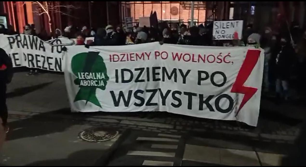Strajk Kobiet w Dzień Kobiet, czyli protest na ulicach Krakowa i zbiórka podpisów pod ustawą o legalizacji aborcji [zdjęcia, video]